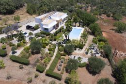 Single storey villa with pool in tranquil setting and beautiful views near Loule