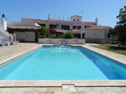 Nice villa with pool in a quiet area in Paderne