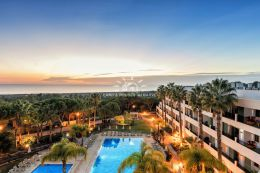 High quality apartment with pool close to the Ria Formosa Natural Reserve on a luxury resort near Vale do Lobo and Quinta do Lago