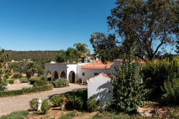 Quinta style property with pool and mountain views near Loule