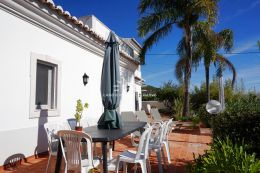 Semi detached villa with sea view near Santa Barbara de Nexe
