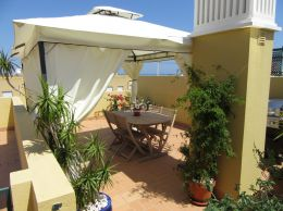 Quality 3 bedroom apartment in Tavira with private roof terrace in green residential area
