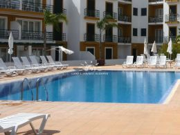 2 bedroom apartment on green resort with communal swimming pools in Tavira
