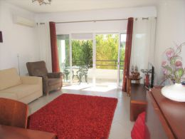 Spacious 3 bedroom apartment with balconies and a garage in green residential area in Tavira