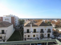Top floor apartment in Tavira with a private roof terrace and spectacular sea view