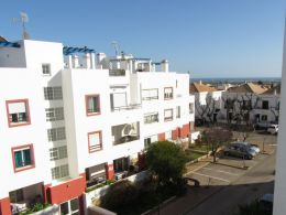 Fully furnished top floor apartment in Tavira with a private roof terrace, garage and sea view