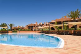 Two bedroom apartment with pool on beautiful resort in Alcantarilha