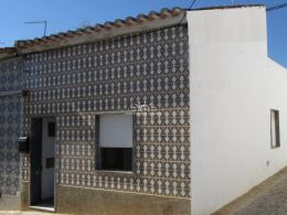 Project to reconstruct a spacious house in the heart of Tavira