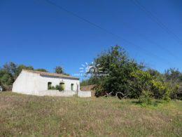 Ruine auf südlich ausgerichtetem Grundstück mit schönem Blick nahe Vila Nova de Cacela