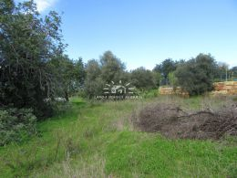 South-facing plot with possibility to build 1 large or 2 small villas near Moncarapacho
