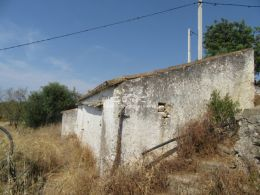 Ruin in Santo Estevao on large South-facing plot enjoying sea and country view