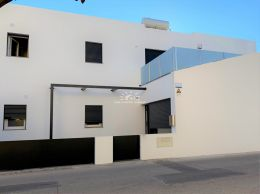 Newly built 3 bedroom townhouse with sunny terrace near Cabanas de Tavira