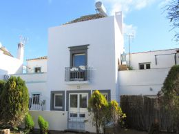 Newly build townhouse in Tavira center with large terraces and river view