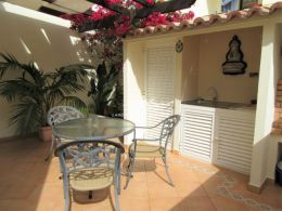 Immaculate townhouse in Tavira center with large terraces and garage