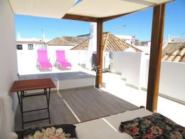 Superbly renovated townhouse with large sun terraces in heart of Tavira