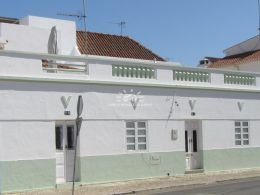 Authentic Portuguese townhouse with roof terrace in Tavira centre