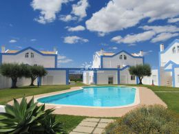Well-presented townhouse in Tavira enjoying large terrace with open views and pool