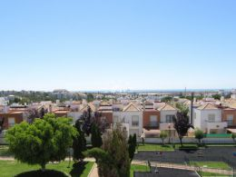 Immaculate townhouse in Tavira with basement, patio, roof terrace and sea view