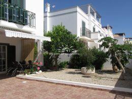 Sehr gut präsentierte Doppelhaushälfte mit grossen Terrassen und Aussenbereich in Tavira