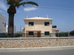 Newly built V4 villa with excellent finishings, garden, near the sea