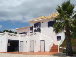 3 SZ Villa in beliebter Lage nahe Tavira mit schönem Ausblick und Baumöglichkeit für eine zweite Villa