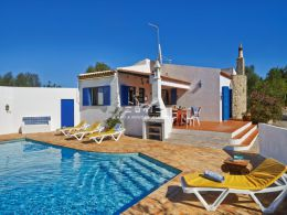 Charming villa with pool located only 5 km from Tavira centre