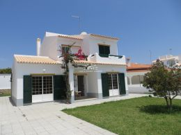 Bright villa close to the beach of Altura with all amenities nearby