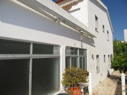 6 bedroom villa with garage and a lovely garden in quiet area of Tavira