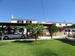 Two villas on nicely landscaped plot 2 km from Altura beach