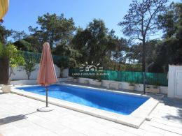 Villa with garage and swimming pool next to Praia Verde beach
