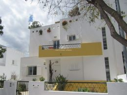 Spacious semi-detached villa in popular residential area of Tavira