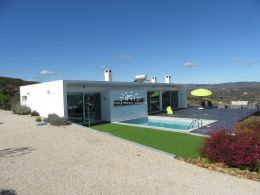 Top quality modern villa with pool and sea view north of Tavira