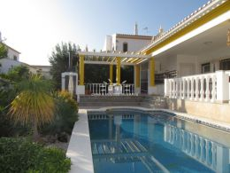 Villa near Castro Marim Golf with pool and garage enjoying open views