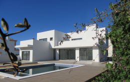 New villa with pool and garden in upmarket area in Tavira