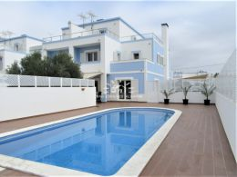 Recently built semi-detached villa with pool in Manta Rota within walking distance to the beach