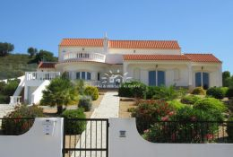 Superb quality villa with pool, garage and various terraces near Castro Marim Golf