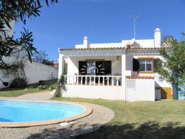 2 bedroom detached villa with garage and pool 2 km from the coast near Altura