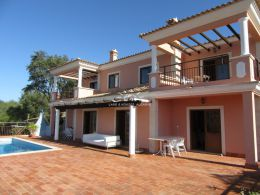 Well presented 3 bedroom villa with pool, basement and fabulous country view near Sao Bras de Alportel