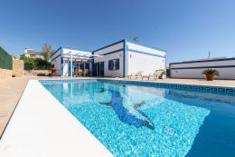 Modern villa with excellent specifications and pool in mature residential area near Castro Marim