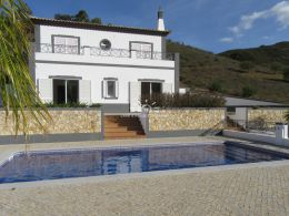Immaculate 4 bedroom villa with pool and garage in beautiful countryside near Tavira