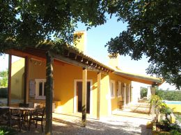 High quality renovated 3 bedroom Quinta with pool on a beautiful countryside location near Santo Estevao