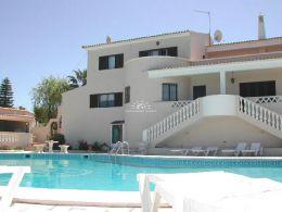 Villa mit Pool und herrlichem Blick ueber Orangenhaine nahe Silves