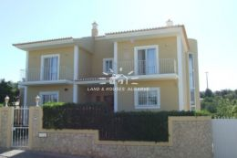Superb and spacious 5 bedroom Villa of great character with pool
