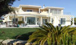 Luxuriöse 4 Schlafzimmer Villa mit Infinity Pool und Meerblick in Carvoeiro zum Verkauf