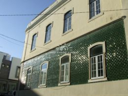 Historical property in need of renovation near the Old Church in Portimao