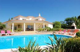 Villa mit Pool und Garage nahe Carvoeiro