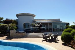 Magnificent villa with pool and unspoilt sea view in Carvoeiro