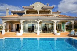 Prestigious fully furnished villa with pool on golf course near Carvoeiro