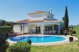 Villa with pool and superb views to the golf course located near Carvoeiro