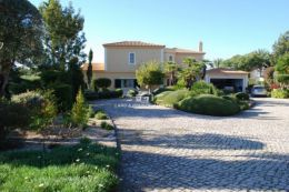 Rare villa with pool and classic Mediterranean architecture and Old World charm near Carvoeiro